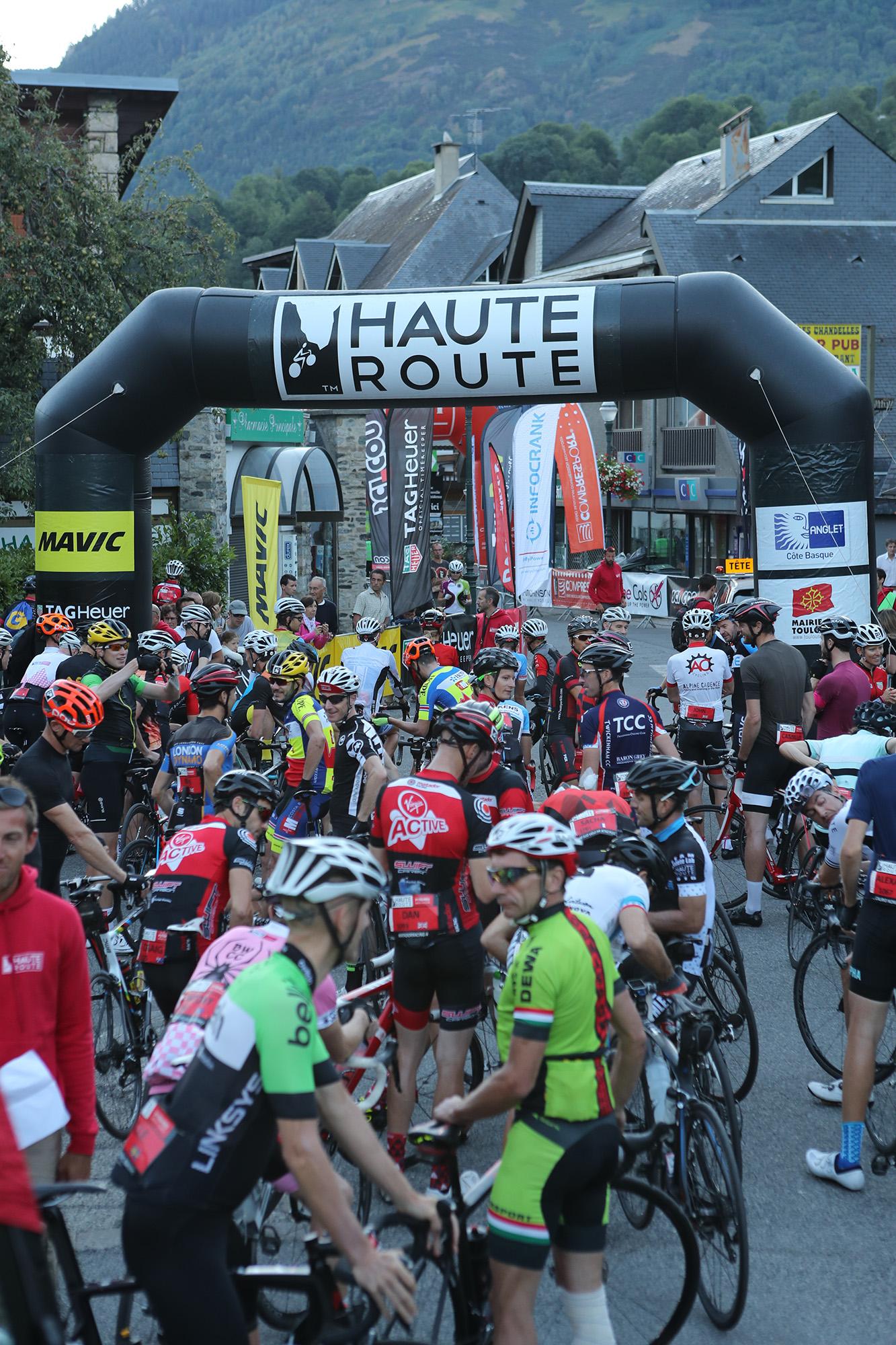 Haute Route des Pyrenees a Velo